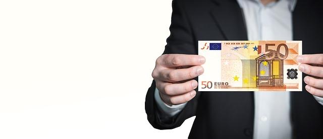 peníze ve vašich rukách