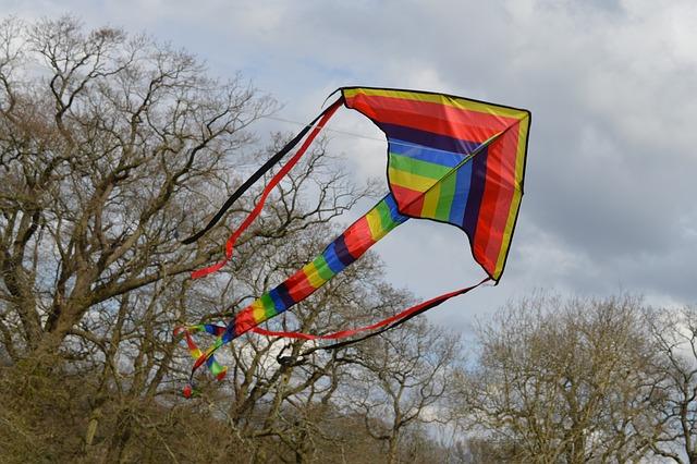 letící papírový drak