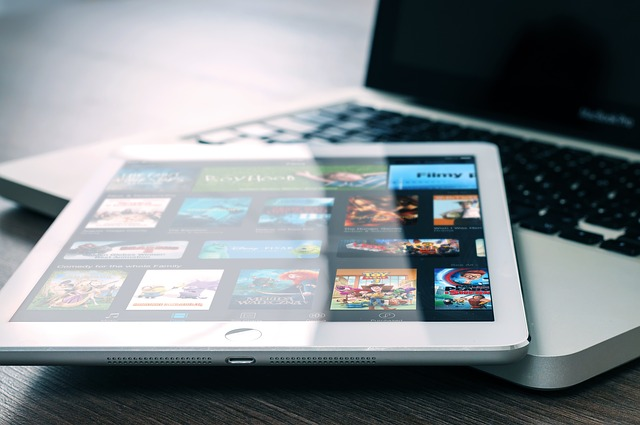otevřený MacBook
