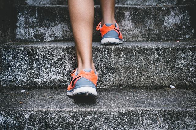 běhání po schodech