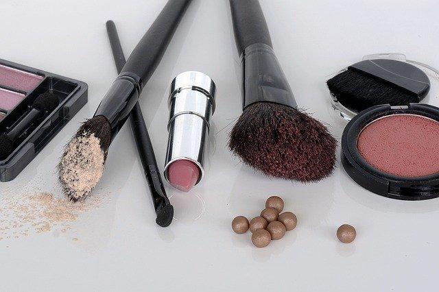 dámské makeup.jpg